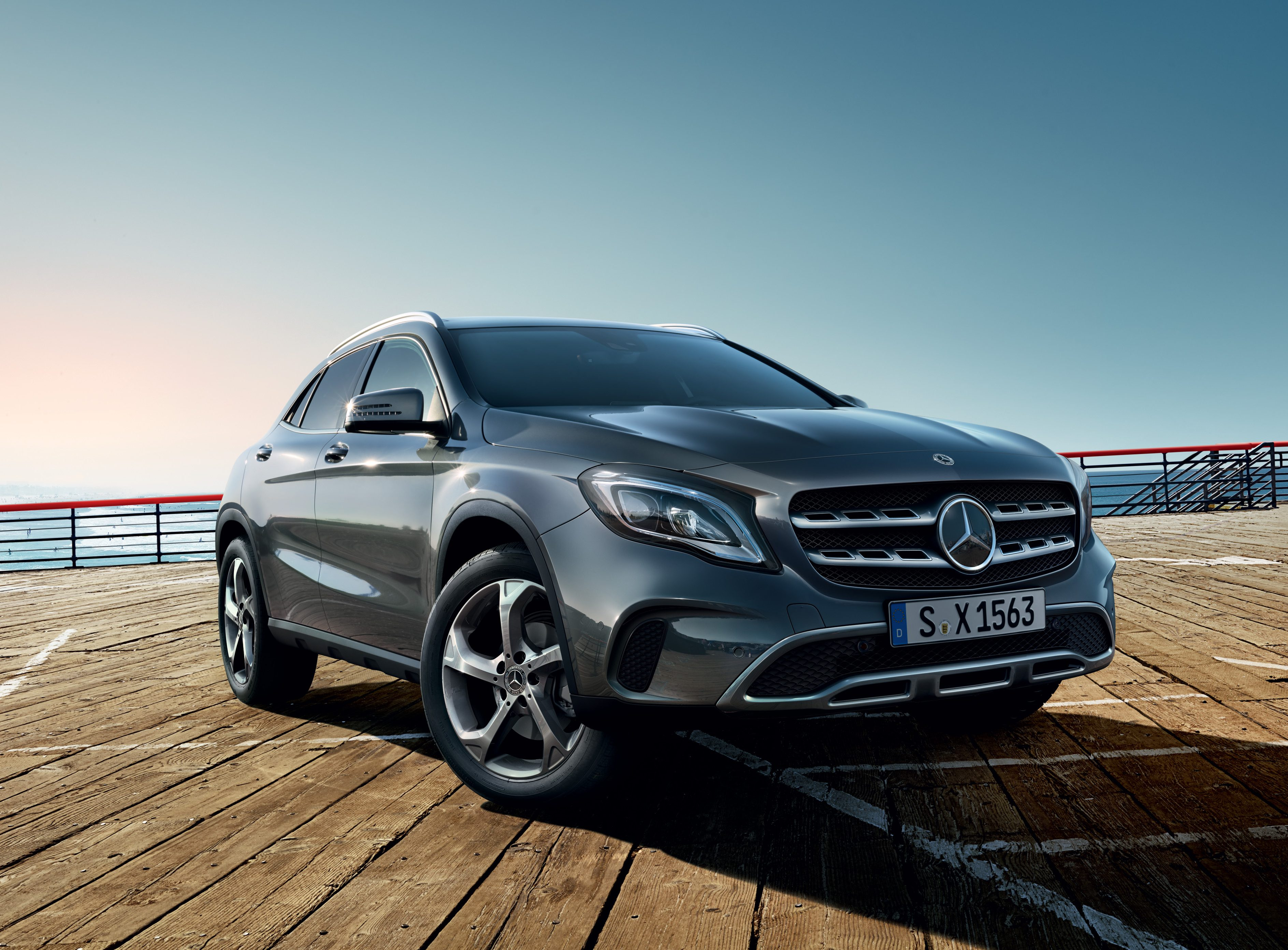 mercedes benz gla nuevo suv grupo concesur. Black Bedroom Furniture Sets. Home Design Ideas