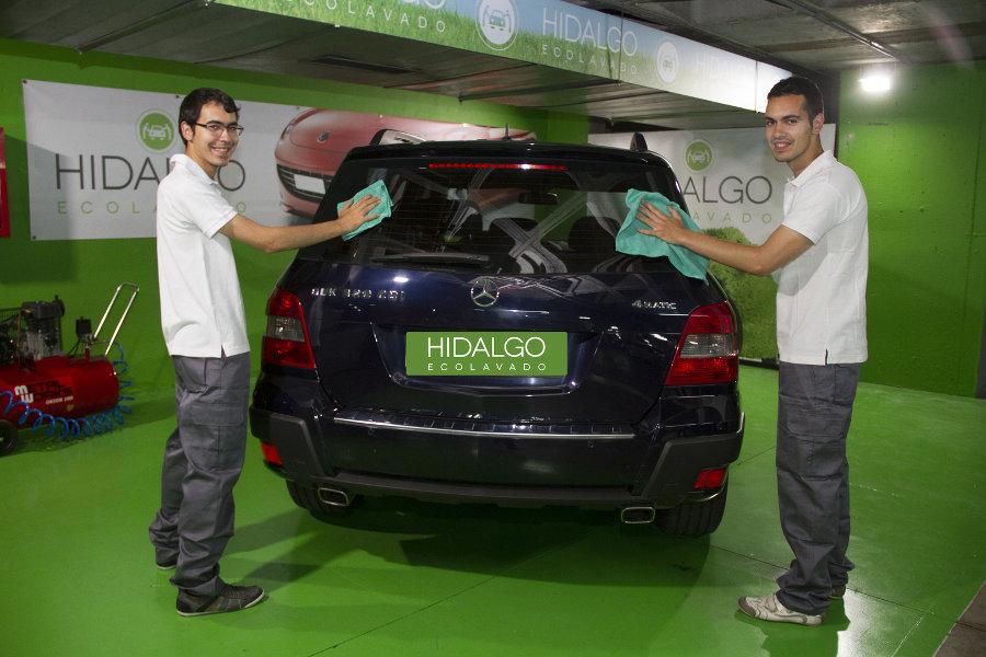 Cómo limpiar el coche por fuera como un profesional