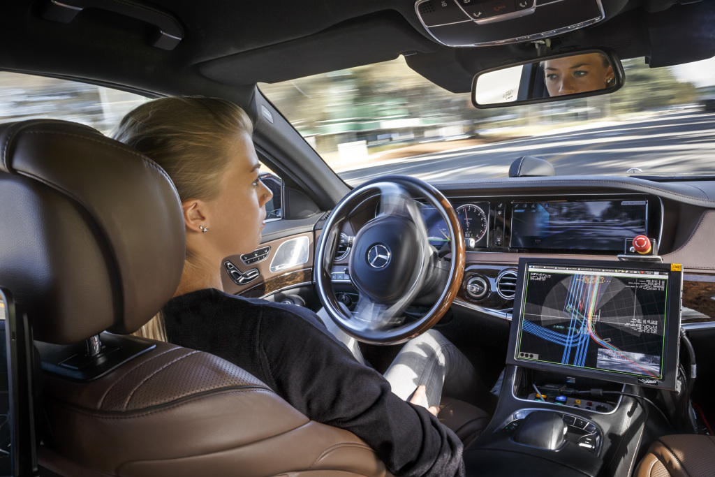 ¿Por qué los españoles prefieren conducir a un coche autónomo?