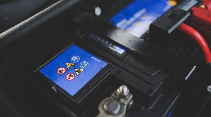 mantenimiento-bateria-coche